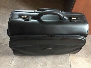 Porte documents - ou ordinateur - sur roulettes – Marque Bugatti
