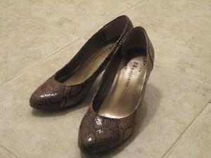 Soulier Leopard Shoes 10$   (grandeur/ size 5.5)  Marque: NyGard