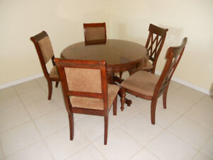 Round Dining Table with 5 Chairs.
