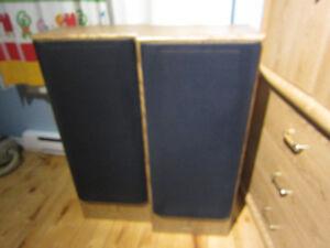 2 Haut parleur (speaker) Sharp 37'' X 15'' X 9 1/2''