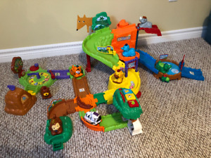 """Go Go Smart Animals"" Zoo playset"