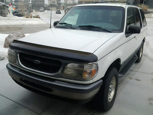 1998 Ford Explorer XLT 4x4 SUV, Crossover  Great winter car