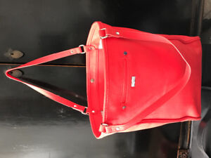 Coral coloured purse with 2 interior pockets by thirty-one
