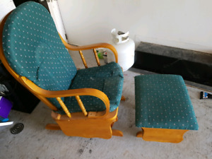 Glinding chair with foot stool.