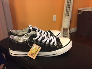 Brand new Converse low tops !!!