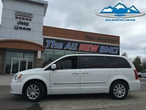 2016 Chrysler Town  Country Touring  ACCIDENT FREE, STOW N GO, B