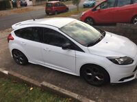 White Ford Focus ST2