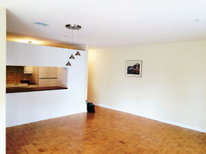 Clean and Large 4 1/2 Condo in NDG