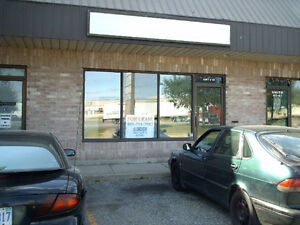 Commercial unit 1100sf available for rent nearby Dixie / Steeles