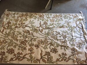 Floral area rug 4'x6'