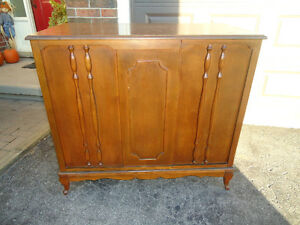 SOLID WOOD BAR SERVER - 2 DOOR OPENING