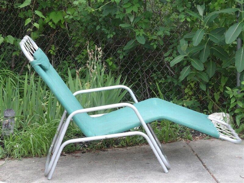 Vintage Edgar Bartolucci Barwa Aluminum & Canvas 2 Position Lounger With Armrest