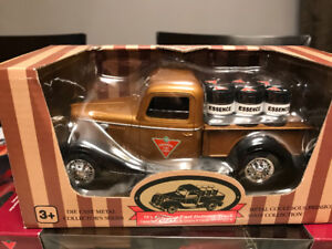 Camion pick up canadian tire ford barils essence diecast 1/24