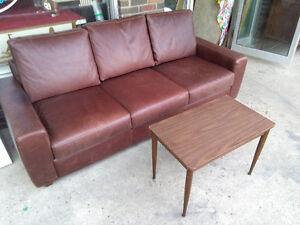 Sofa trois places de grande qualité en cuire veritable marron