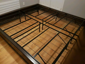 California King Mahogany frame w/ Mattress Foundation