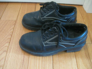 PAIR of LIKE-NEW [SIZE 6 ] BOY'S YOUTH TREADED WALKING SHOES