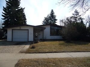 Available House for rent, 3 bedroom, garage, Fort Sask.