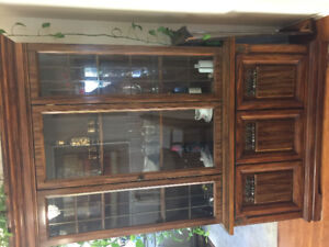 HUTCH/BUFFET--dining room--table/4 chairs
