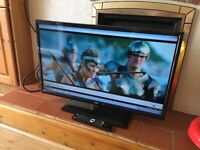 """LOGIC 32"""" LED TV with built in DVD PLAYER EXCELLENT CONDITION"""