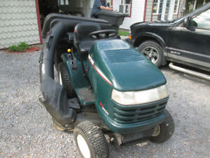 tracteur a gazon herbe