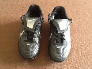 Soccer shoes youth size 13