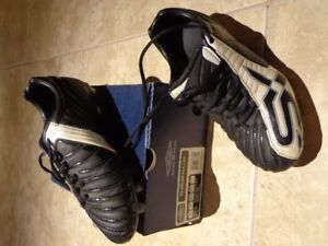 Umbro Soccer Cleats, Juniors Size 4