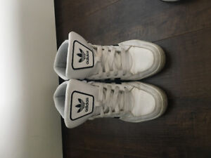Women's Addidas Sneakers Size 6