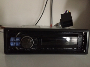 Alpine stereo with USB