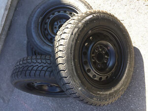 4 pneus hiver Winter Claw 215/70r16 Dodge Grand Caravan