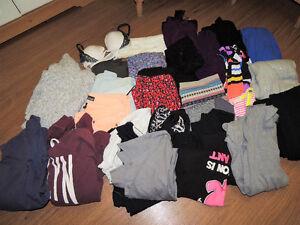 Lot de vêtements XS - Small 33 morceaux