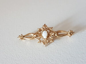 Beautiful 10K GOLD brooch with opal - vintage
