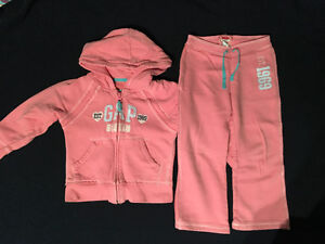 GIRLS 2 PC BABY GAP OUTFIT - SIZE 4