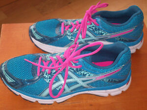 Ladies/ womens ASICS running shoes- size 8 London Ontario image 1