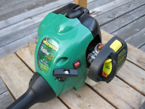 FL20C Feather Lite WEED EATER Like NEW - $100 (Richmond Hill)