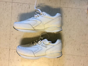 SEARS LEATHER WHITE ETONIC RUNNING SHOES