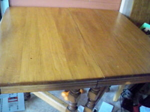 ANTIQUE TABLE NO CHAIRS