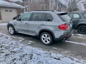 BMW X5 4.8i panoramic moon roof, FULLY loaded