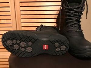 North face women's boots - size 7.5 US - 60$