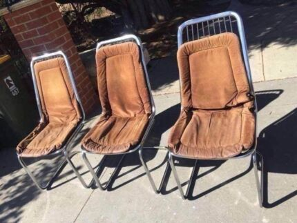 3 outdoor chairs, can delivery at extra fee. Thank you to look