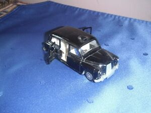 Dinky #284 Austin Taxi with Driver (Made in England '77-'79