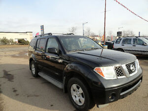2005 Nissan Pathfinder SE Off-Road SUV ( 6 MONTH WARRANTY )
