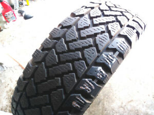 1 pneu d'hiver   SNOWTRAKKER  215/60R16