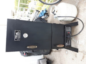 PROPANE SMOKER IN GREAT CONDITION $150 FREE DELIVERY