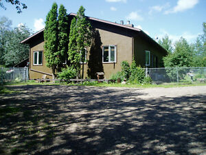 ARDROSSAN 9.12 ACRES PRIVATE TREED ONE OF KIND AMAZING HOME !