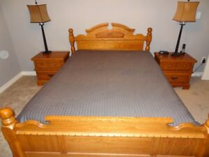 5 PIECE QUEEN BEDROOM SUITE w MATTRESS, BOXSPRING, LAMPS & more