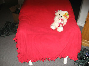 DOUBLE SIDED RED  POLAR FL BLANKET WITH EMBOSSED TEDDY BEARS Kingston Kingston Area image 1