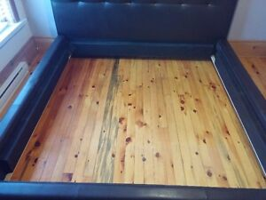 """KING SIZE Bed made by """"Jaymar""""! West Island Greater Montréal image 4"""