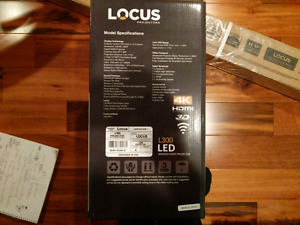 """Brand new Locus projector and screen.. 80""""( 4K & 3D)"""