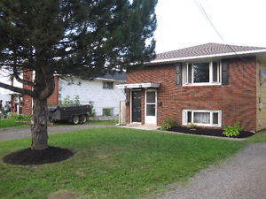 Duplex in Riverview - Walking distance to everything!