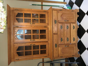 Solid Oak ( Amish construction ) dining room hutch